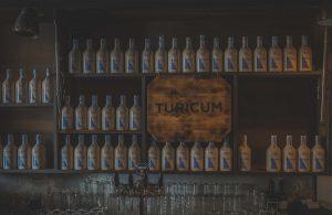 Regal mit Turicum Gin - ©Turicum Gin