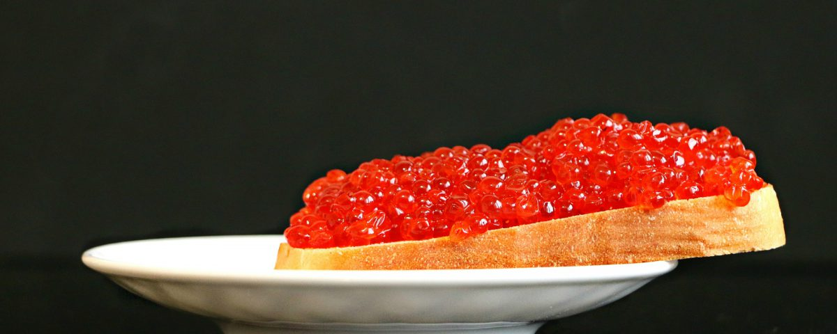 Caviar Sandwich with red fish eggs | Source: Pixabay.com
